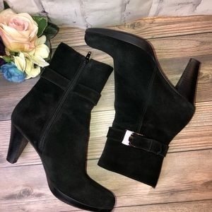 La Canadienne black high suede ankle boots. 6.5